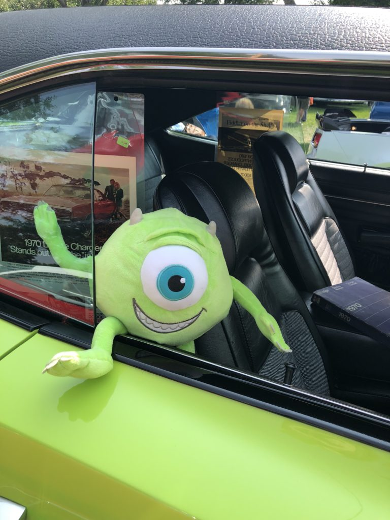 alien in old car