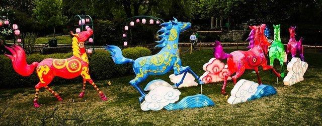lanterns garden horses